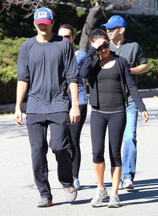 Czy Kutcher zapuścił się przy Mili Kunis? (FOTO)
