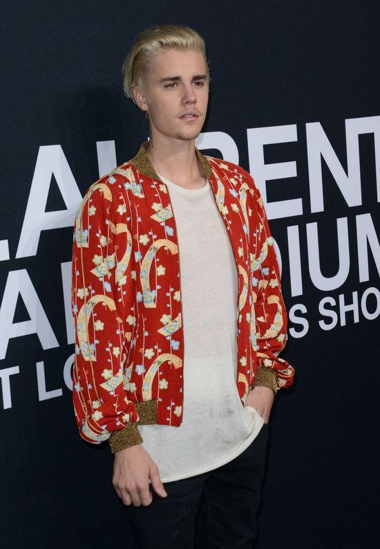 Justin Bieber miał wypadek! Wokalista... spadł ze sceny! (VIDEO)
