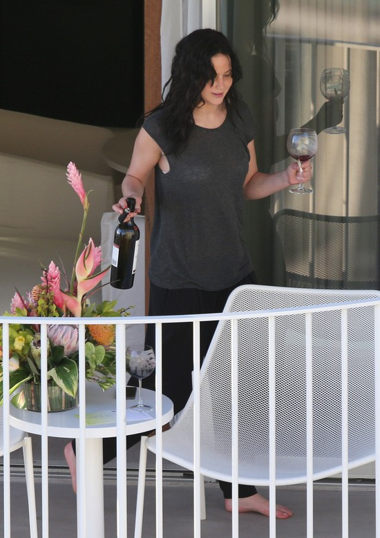 Jennifer Lawrence relaksuje się na Hawajach (FOTO)