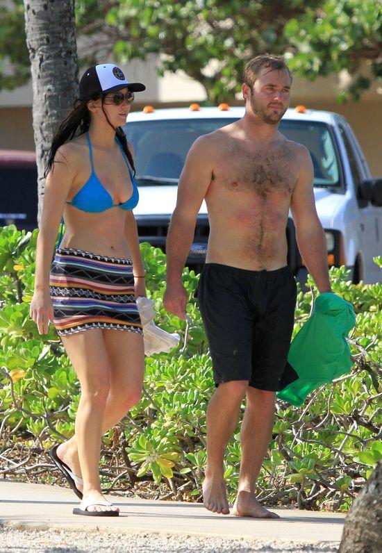 Jennifer Lawrence �wi�tuje w bikini na Hawajach (FOTO)