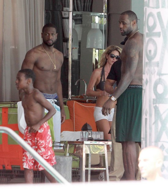 LeBron James pokazuje swoją seksowną klatę (FOTO)