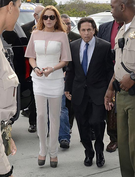 Lindsay Lohan spóźniona do sądu o 48 minut (FOTO)