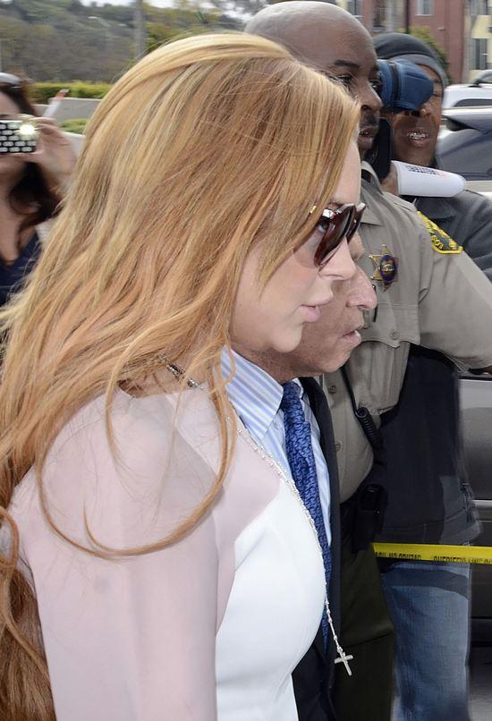 Lindsay Lohan sp�niona do s�du o 48 minut (FOTO)
