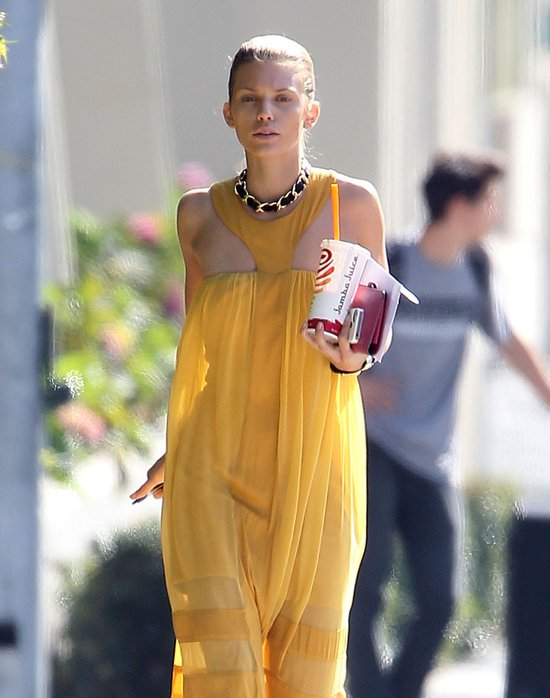 AnnaLynne McCord w prze�wituj�cej sukience (FOTO)