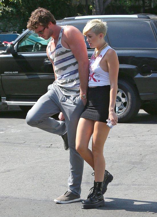 Miley Cyrus i jej narzeczony maj� pasuj�ce do siebie tatua�e