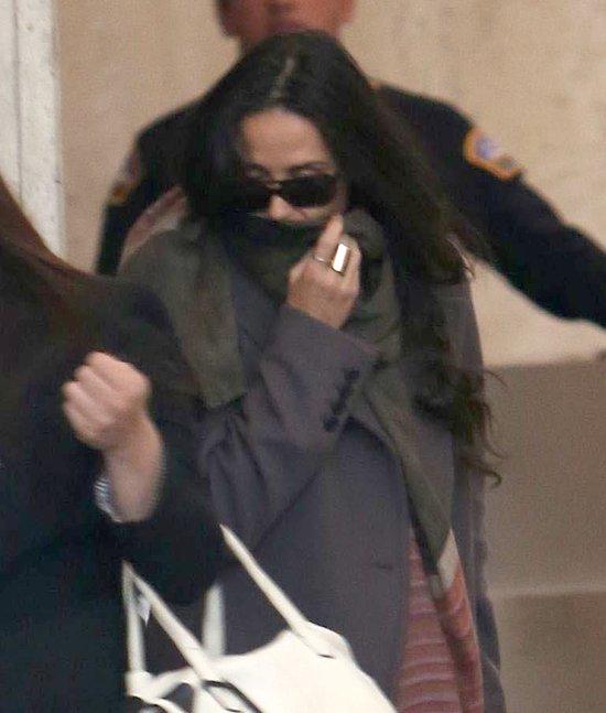 Demi Moore nie chce pokazać twarzy (FOTO)