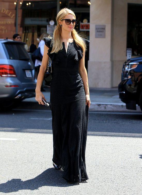 W czerni jej do twarzy? Paris Hilton nadal mo�e si� podoba�? (FOTO)