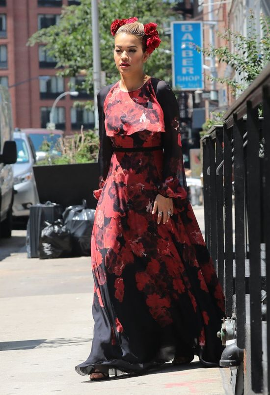Zdziwisz się, kiedy zobaczysz, co włozyła na siebie Rita Ora (FOTO)