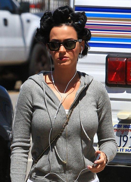 Katy Perry w wałkach (FOTO)