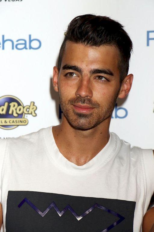 Sława przerosła Joe Jonasa. PIosenkarz nie dawał sobie z nią rady!