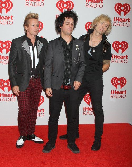 Billie Joe z Green Day awanturuje się na scenie [VIDEO]