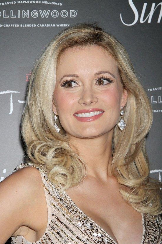 Coraz seksowniejsza Holly Madison (FOTO)