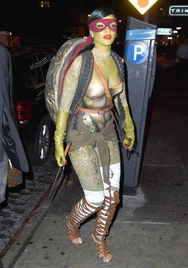 Rihanna podpadła PETA. I nie poszło o kostium żółwia (FOTO)