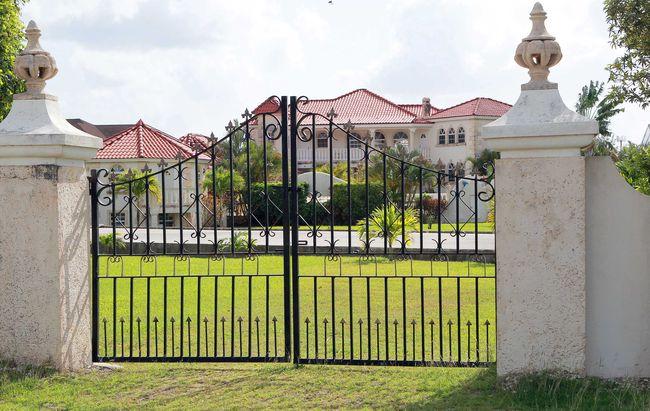 Rihanna kupiła swojej matce dom (FOTO)