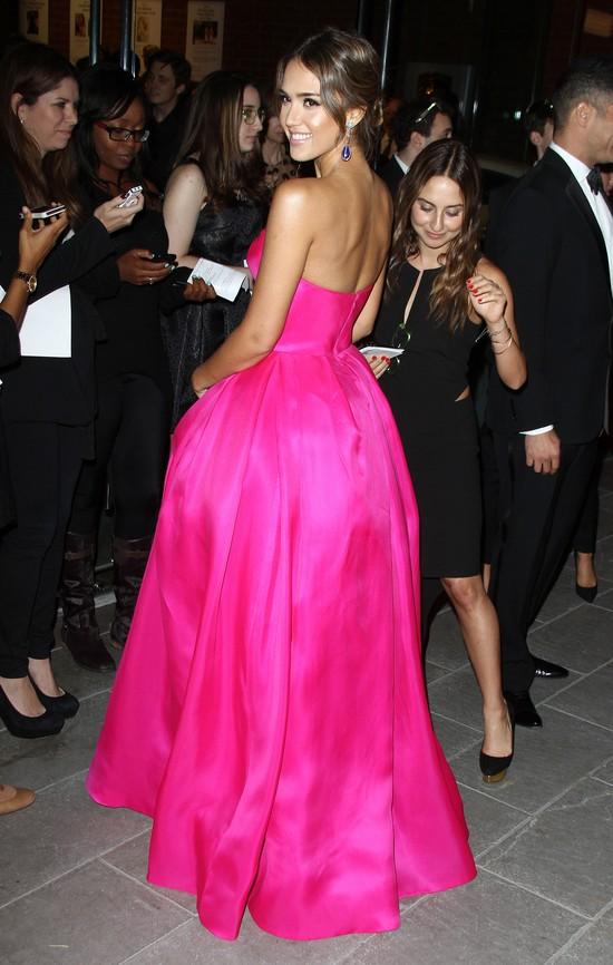 Jessica Alba - piękniejsza od lalki Barbie? (FOTO)