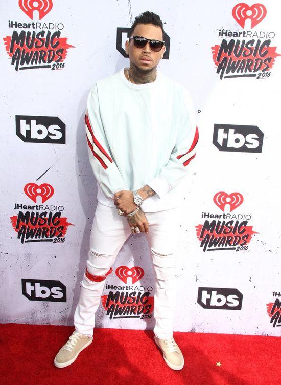 Chris Brown reaguje na kontrowersyjny teledysk Kanye Westa! (+18)