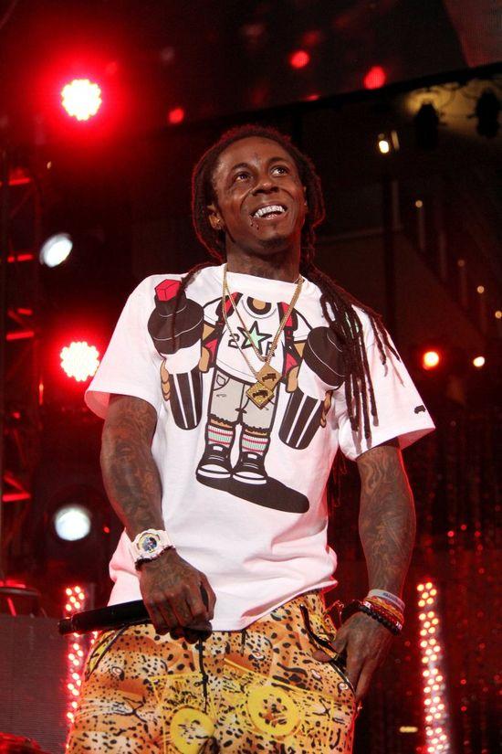 Lil Wayne dostał ataku padaczki tuż przed wejściem na scenę!