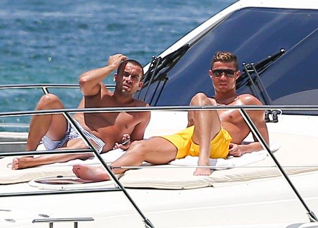 Christiano Ronaldo odpoczywa na jachcie (FOTO)