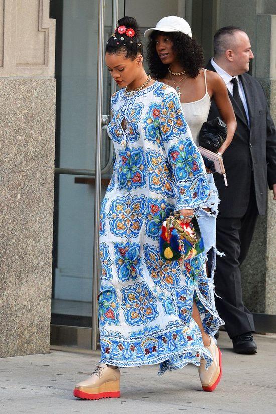 Rihanna zjawi�a si� w McDonald's... i zrobi�a zamieszanie! (VIDEO)