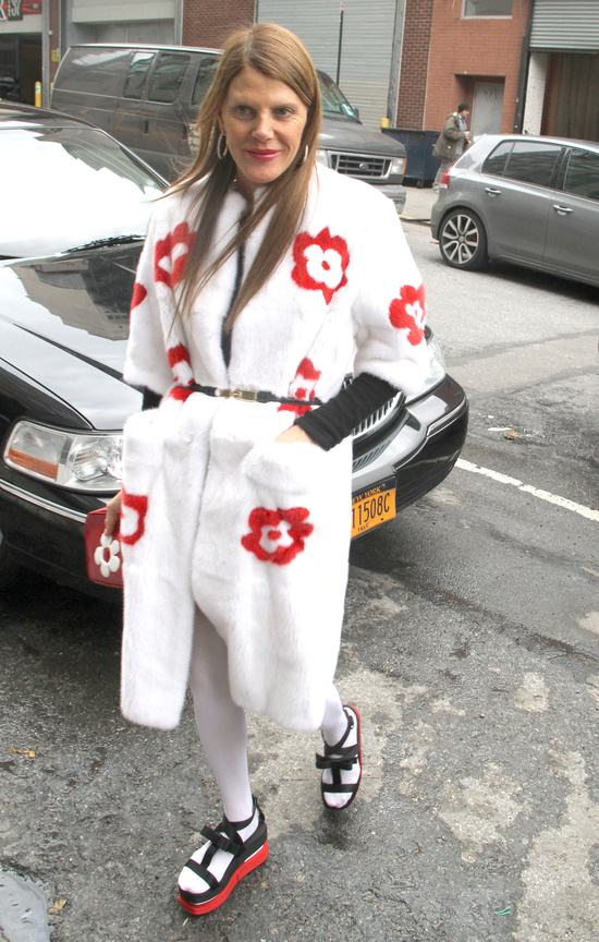 Modowa maniaczka czy ofiara mody? (FOTO)