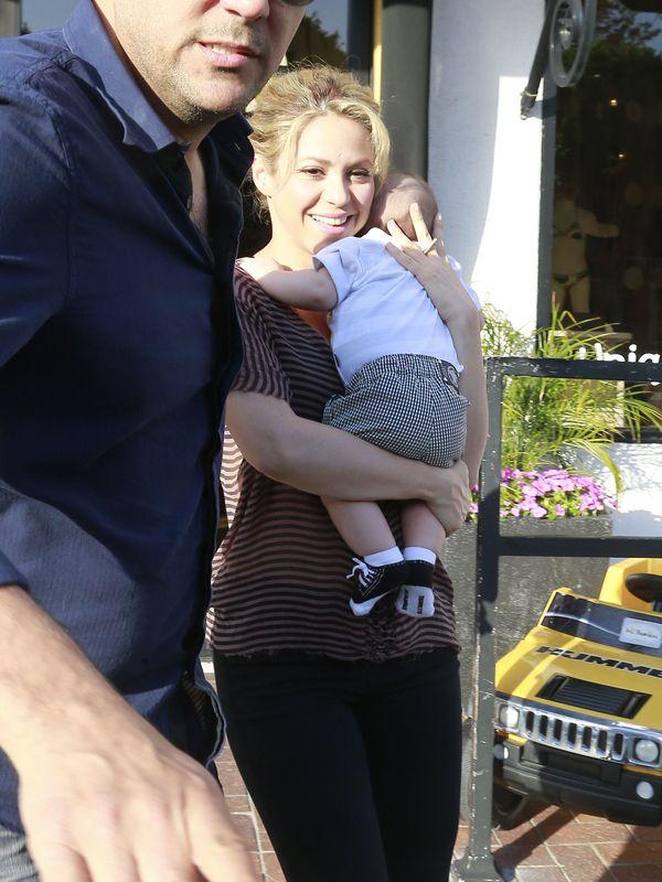 Shakira z Milanem na zakupach (FOTO)