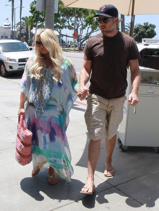 Jessica Simpson zbliża się wielkimi krokami do porodu (FOTO)