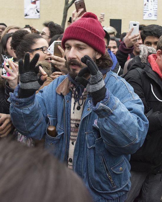 Shia LaBeouf aresztowany na manifestacji przeciwko Trumpowi! (VIDEO)