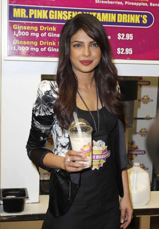 Priyanka Chopra - by�a Miss robi mleczne szejki (FOTO)