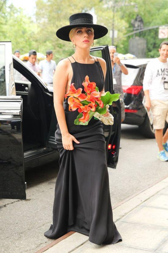 Lady Gaga dwukrotnie postawiła na grobową czerń (FOTO)