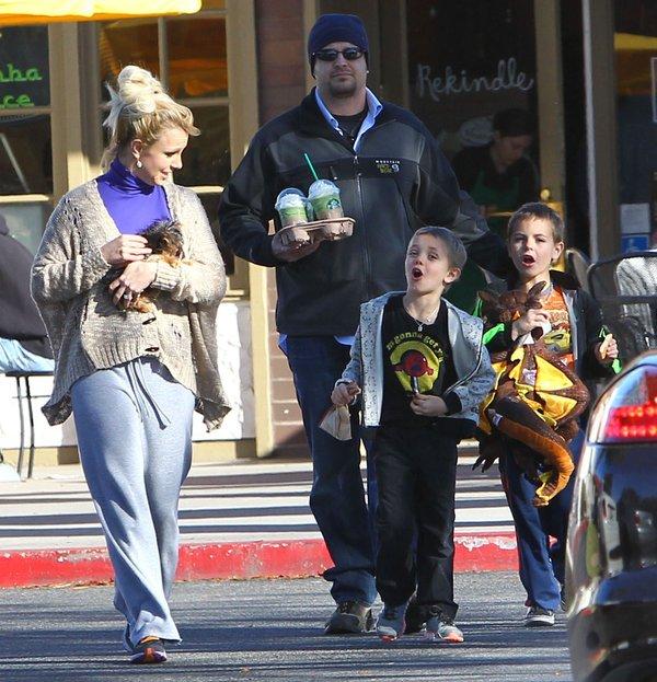 Britney Spears zabrała synów do kawiarni (FOTO)