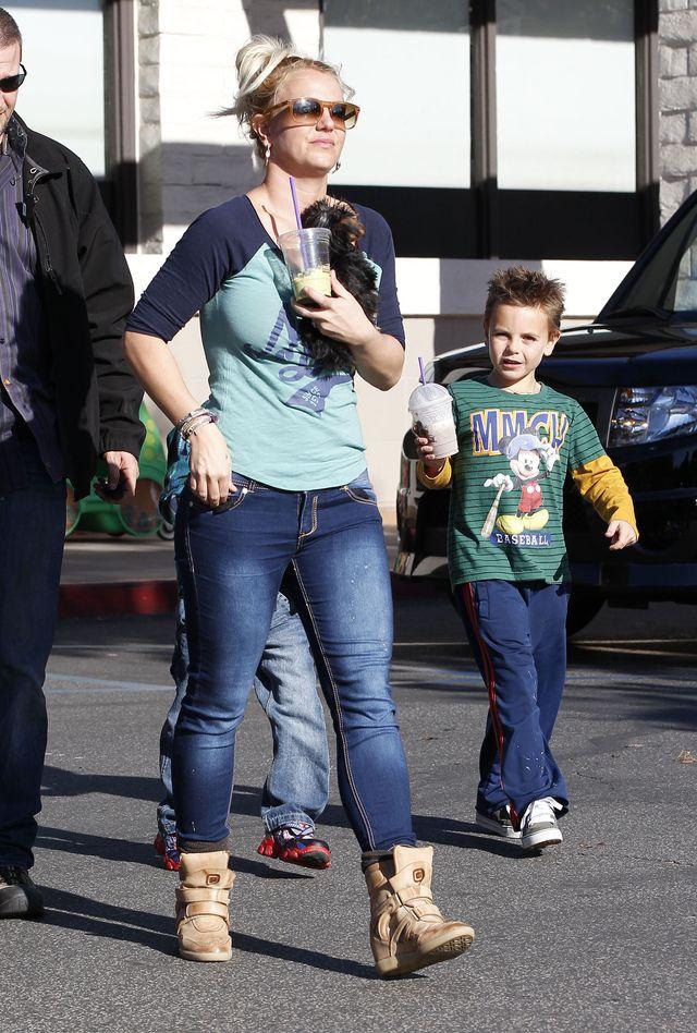 Britney Spears - zwykły dzień z dziećmi (FOTO)