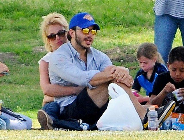 Britney Spears z partnerem dopinguje synów (FOTO)