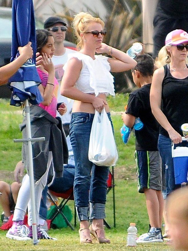 Britney Spears z partnerem dopinguje syn�w (FOTO)