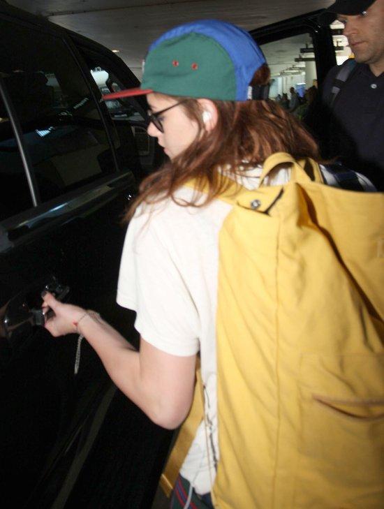 Kristen Stewart kupi�a sobie nowe trampki i czapk� (FOTO)