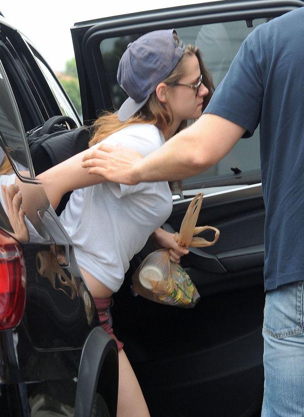 Kristen Stewart OSTRO BLUZGA na paparazzo [VIDEO]