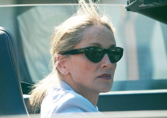 Sharon Stone pisała SMS-y podczas prowadzenia auta (FOTO)