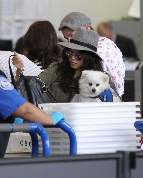 Channing Tatum z żoną i córeczką na lotnisku (FOTO)