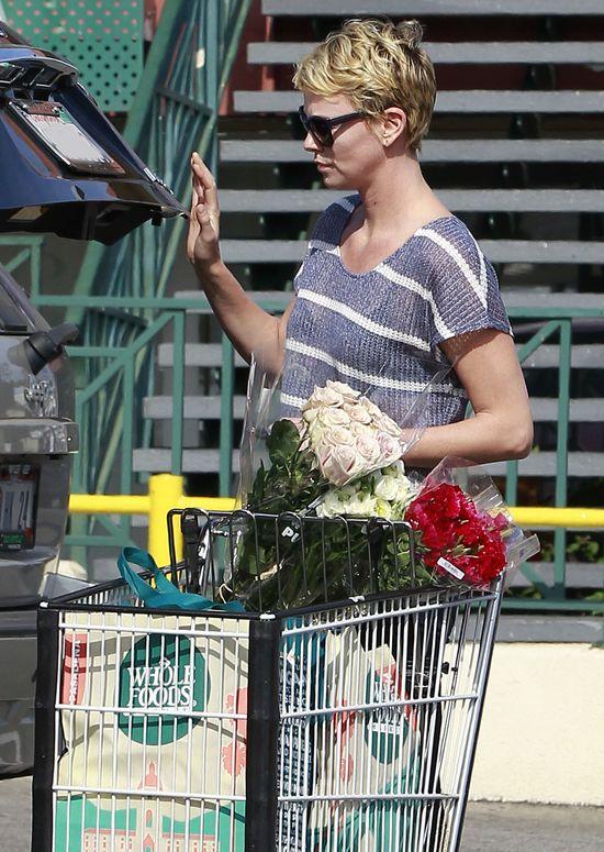 Charlize Theron wciąż ma pretensje do Ameryki (FOTO)