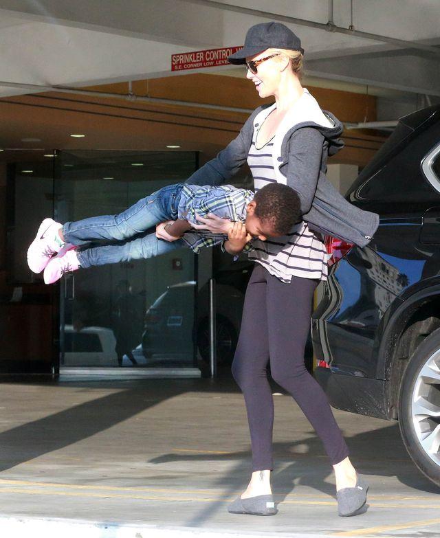 Policja wezwana do Charlize Theron i Seana Penna