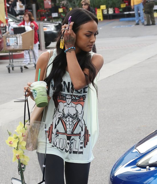 Była dziewczyna Chrisa Browna nie wygląda na smutną (FOTO)