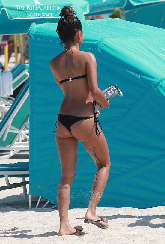Rywalka Rihanny w bikini (FOTO)