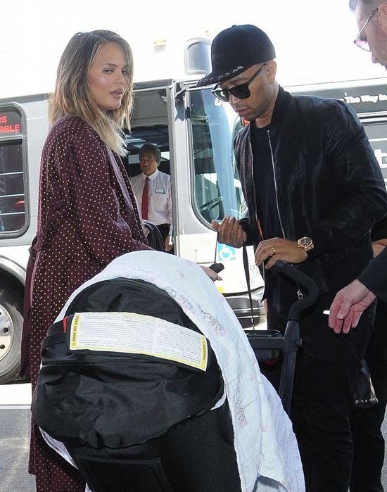 John Legend pokazał śliczne zdjęcie swojej córeczki! Podobna do Chrissy Teigen?
