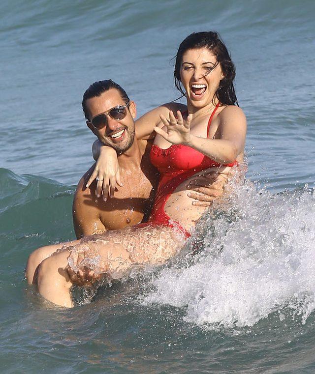 Przyjaciółka Kim Kardashian pokazała sutek na plaży (FOTO)