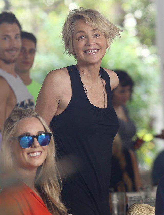 Sharon Stone bez ci�kiego makija�u wygl�da na sw�j wiek?