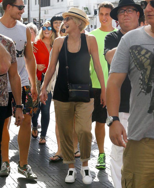 Sharon Stone bez ciężkiego makijażu wygląda na swój wiek?