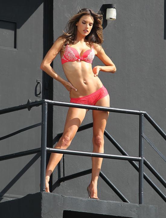 Aniołki Victoria's Secret bez retuszu (FOTO)