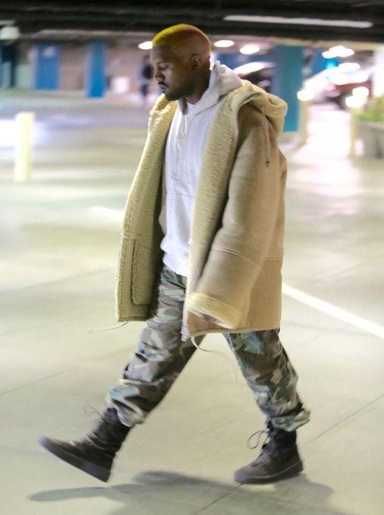 Kanye West wygląda teraz jak... clown? Znowu przefarbował włosy!