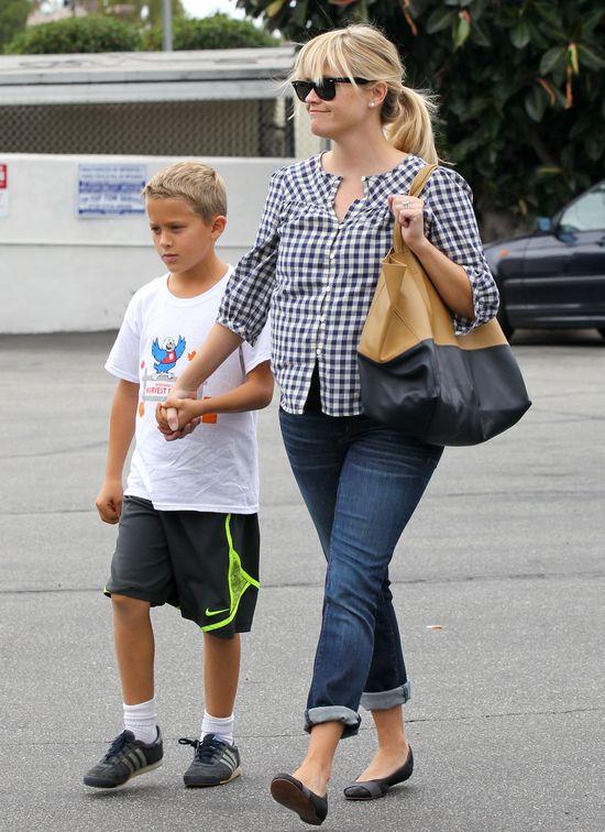 Reese Witherspoon po porodzie nie wygląda na gwiazdę (FOTO)
