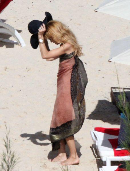 Rachel Zoe wstydzi się pokazywać ciało na plaży? (FOTO)