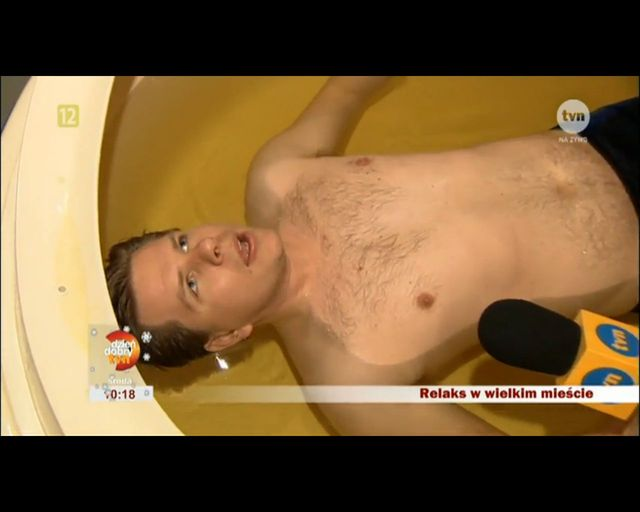 Filip Chajzer relaksuje się na bogato (FOTO)